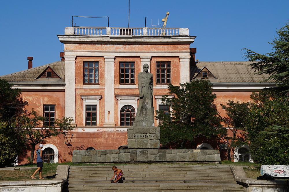Памятник И. А. Назукину