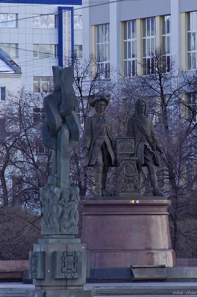 Скульптура «Разорванные цепи пролетариата»