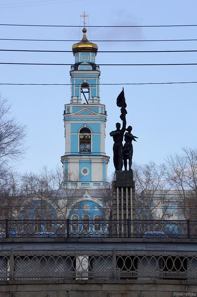 Храм Вознесения Господня и памятник «Комсомолу Урала»