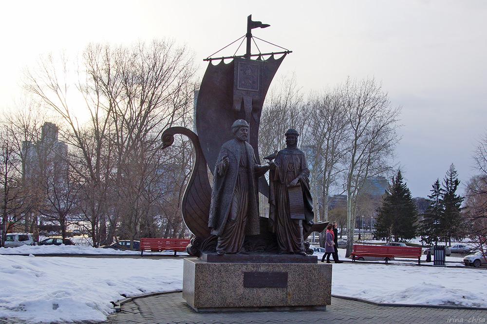 Памятник Святым благоверным Пётру и Февронии Муромским