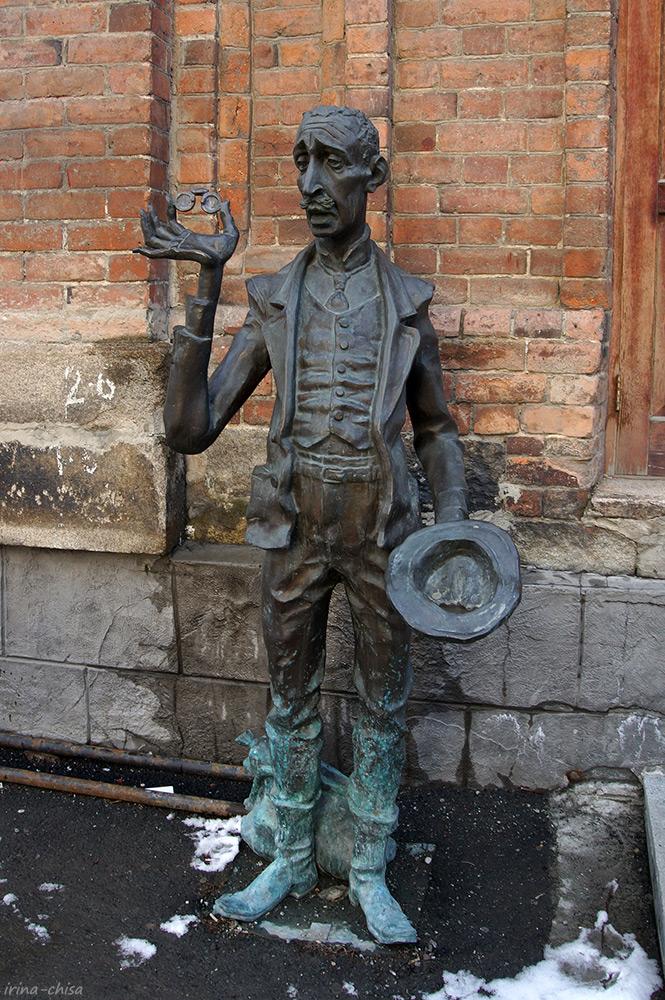 Памятник Кисе Воробъянинову