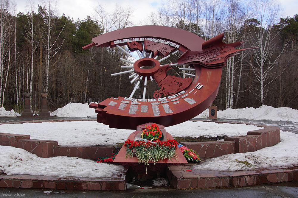 Памятник разведчикам-мотоциклистам Уральского танкового корпуса