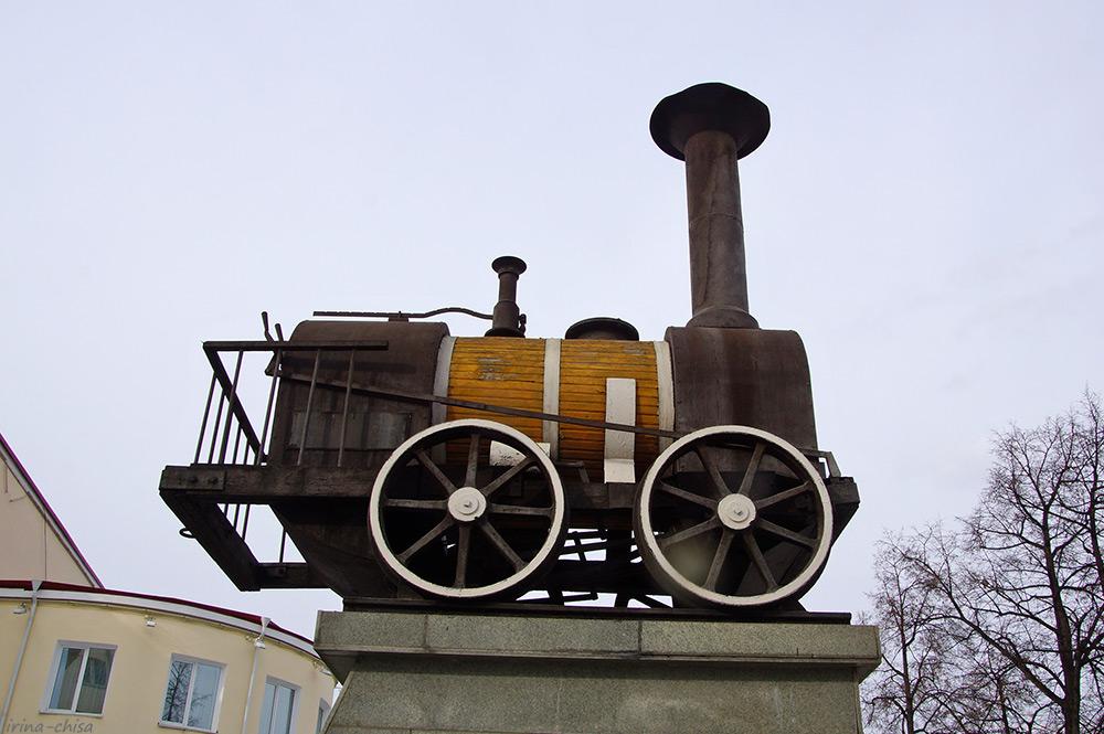 Памятник первому паровозу в России