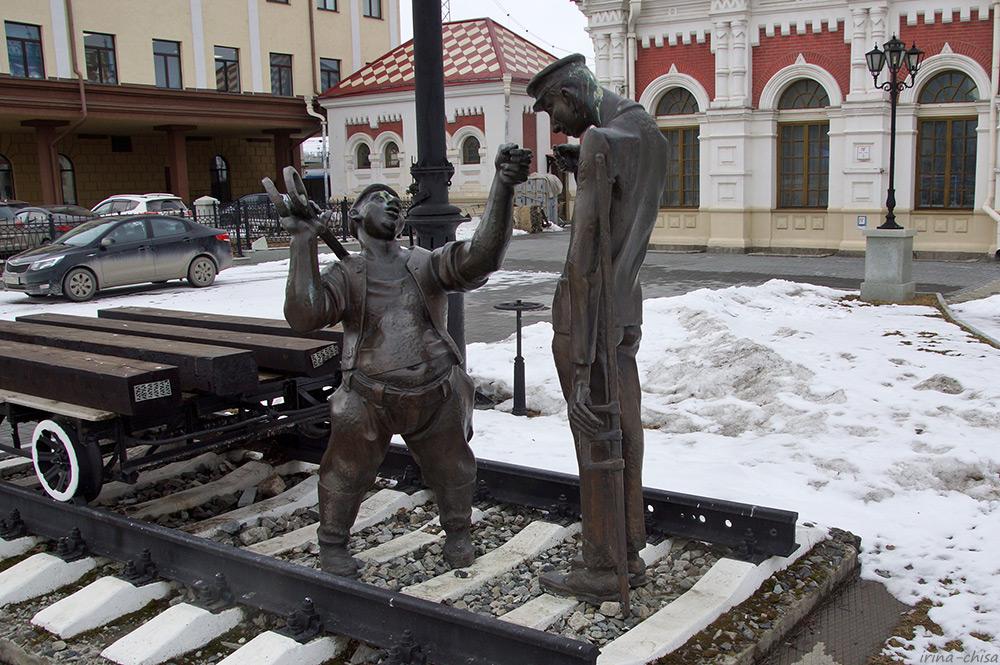 Скульптура «Путейцы»