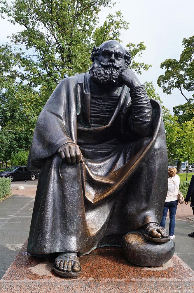 Скульптура небесного покровителя Петербурга Святого Петра