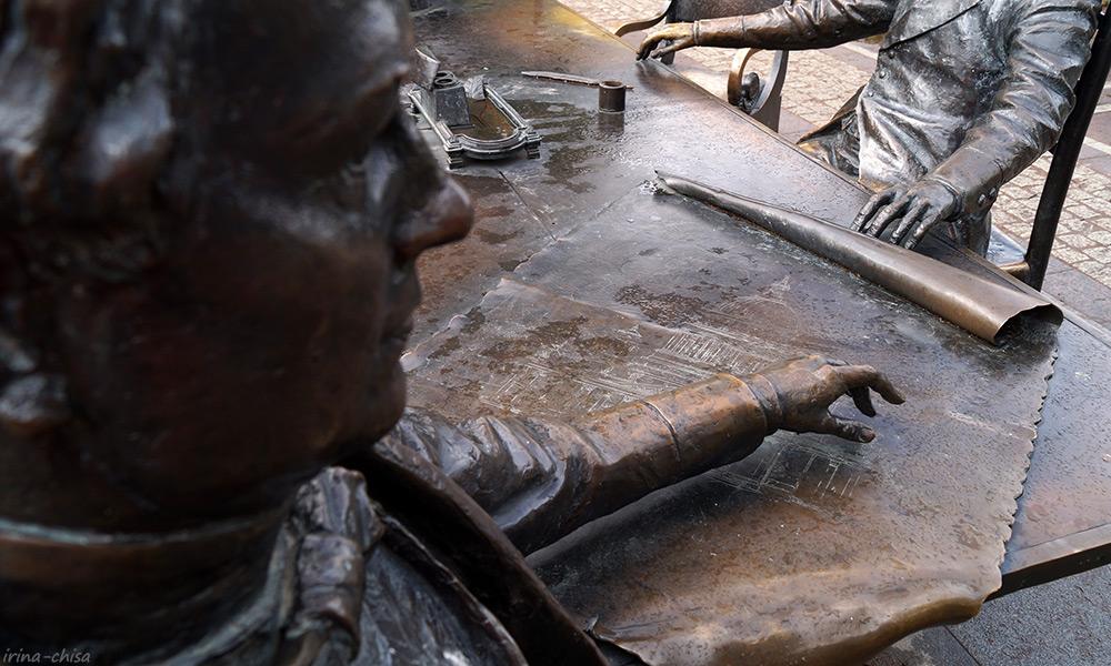 Скульптурная композиция «Зодчие»