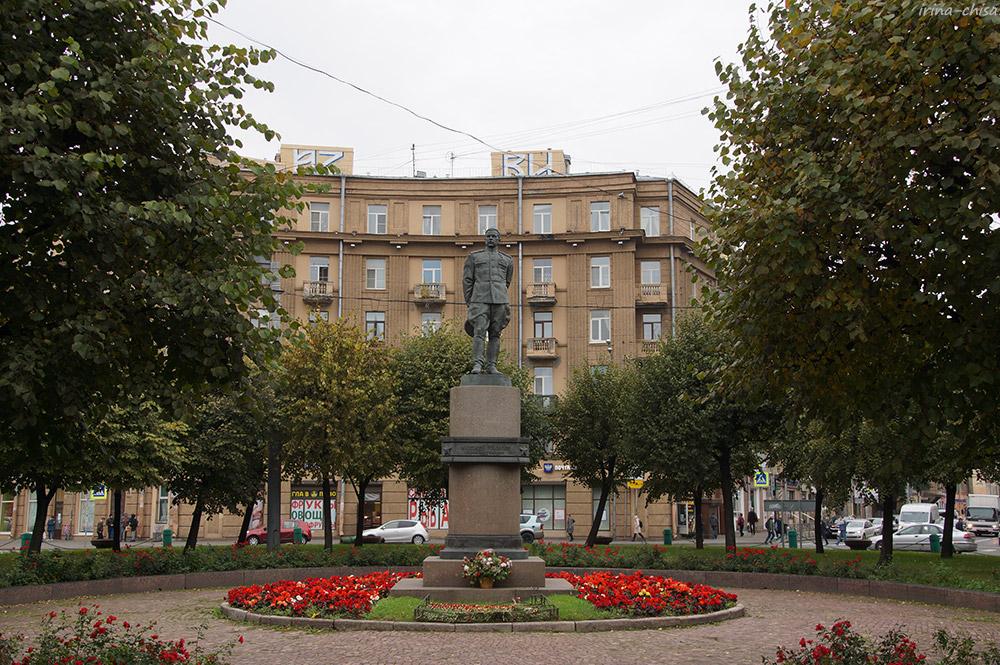 Памятник маршалу Л. А. Говорову