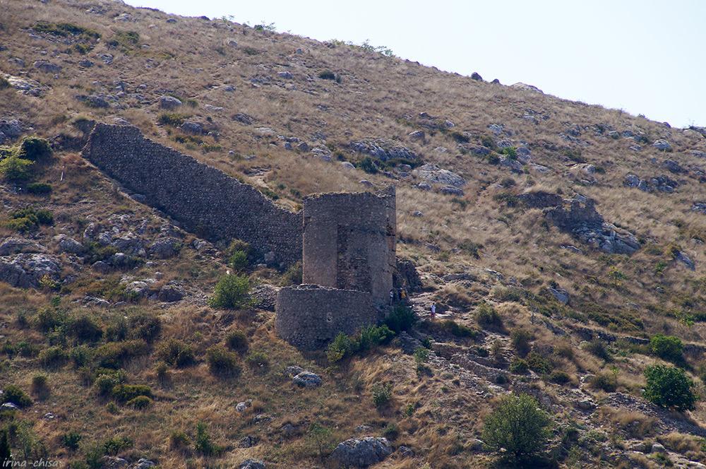Руины Генуэзской крепости Чембало