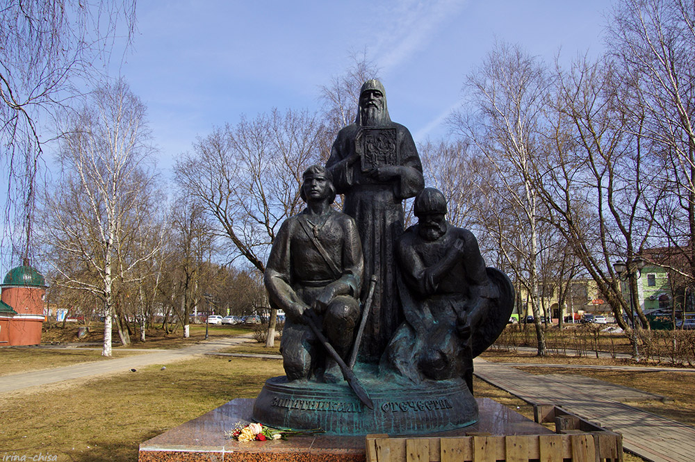 Памятник защитникам Троице-Сергиевой лавры