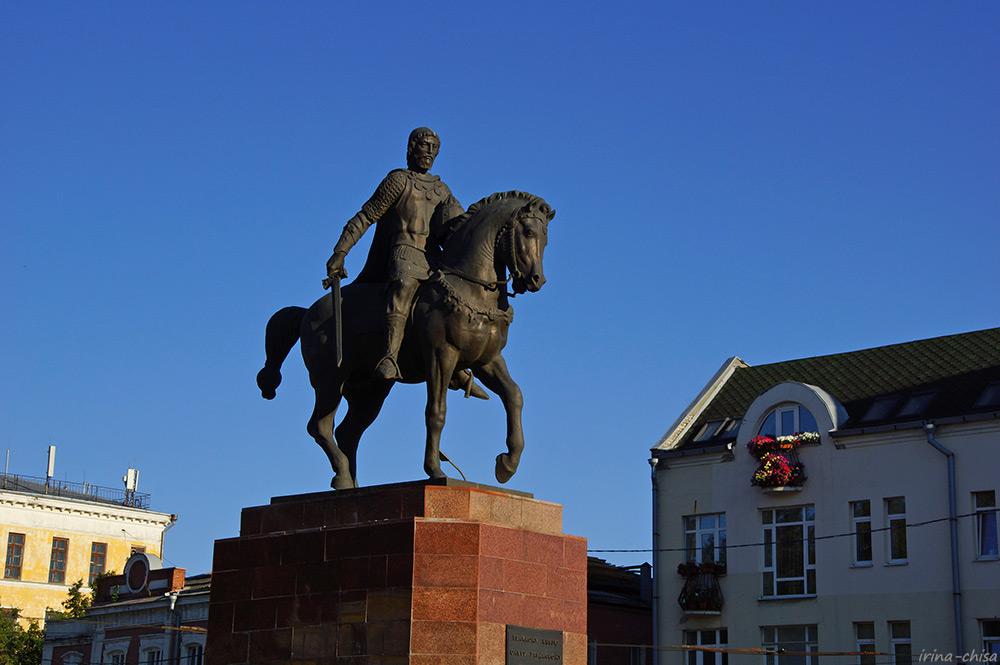 Памятник Олегу Рязанскому