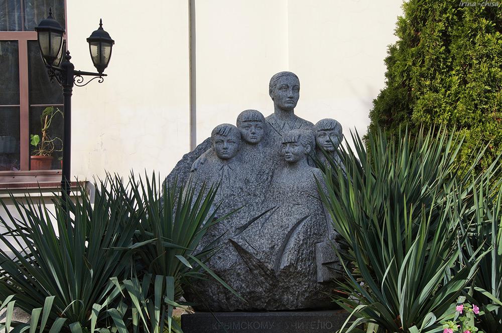 Памятник «Крымскому учителю»