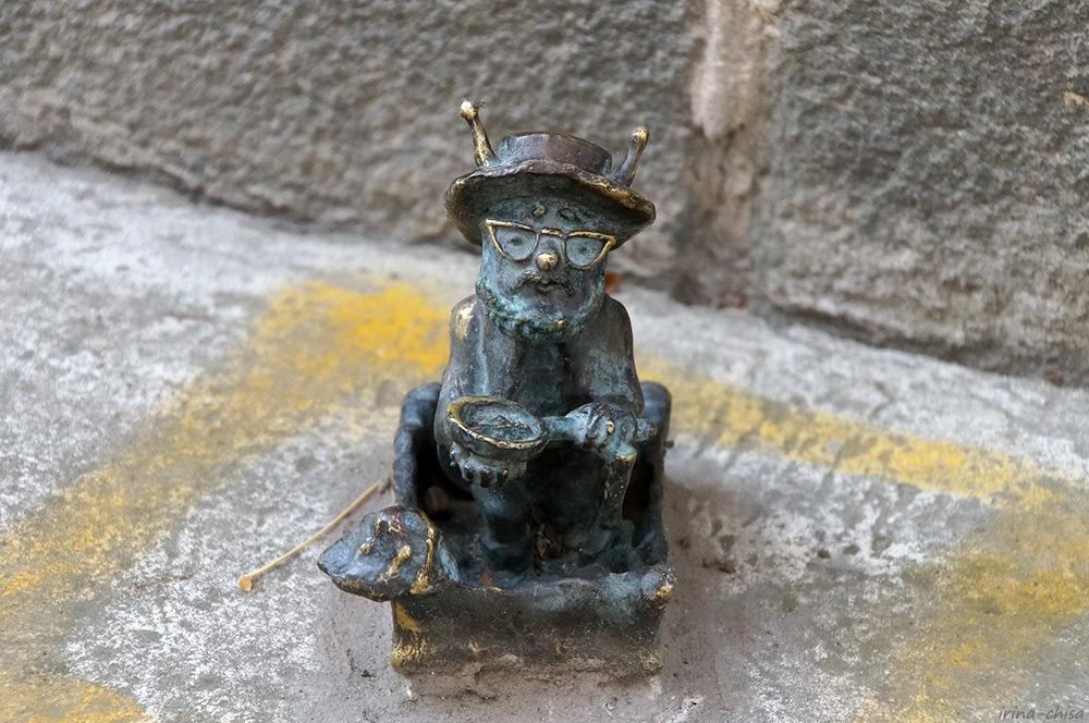 Пчела Археолог