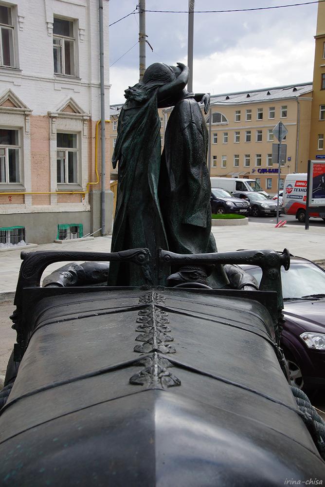 Рукавишников. Фрагмент памятника Булгакову