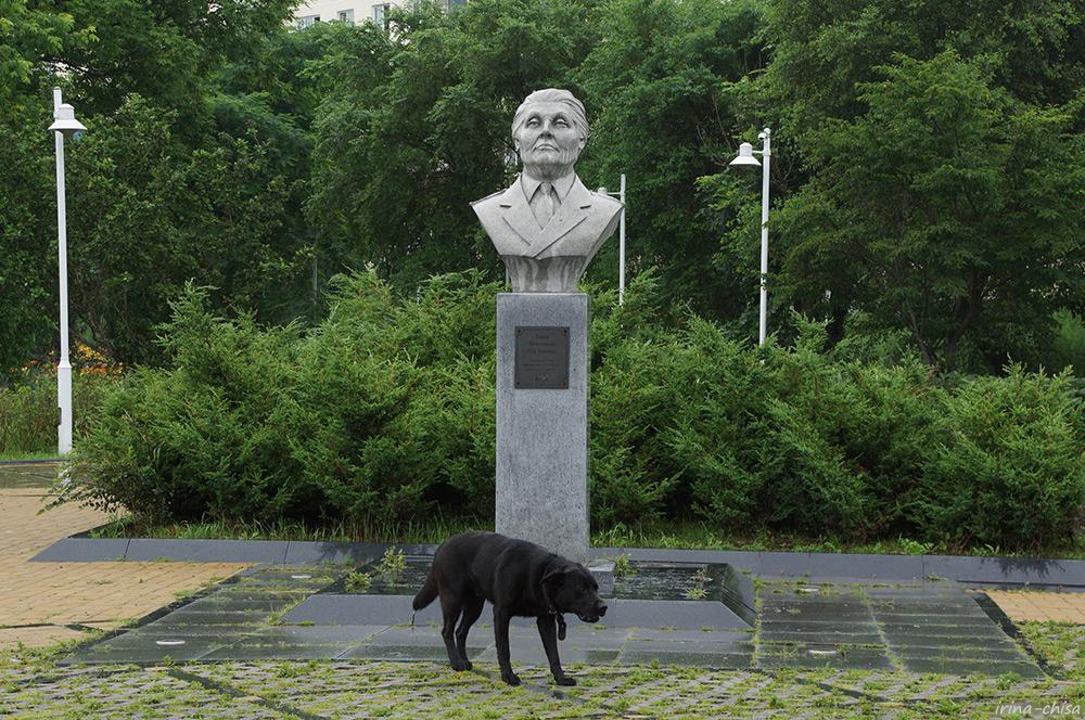 С Днём города, Владивосток! - Три возраста девочки, вырезающей лепестки сакуры из рисовой бумаги — ЖЖ