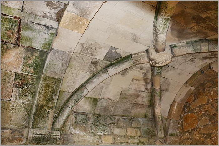 сводчатый потолок кельи настоятеля монастыря