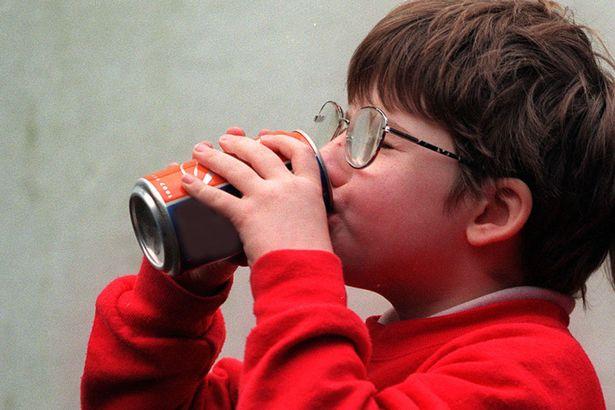 Основными потребителями сладких напитков во многих странах являются дети