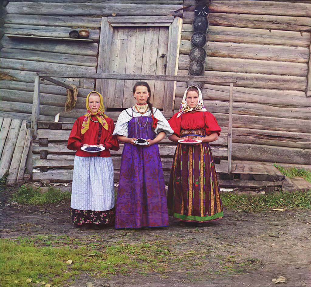 Крестьянские девушки. Вологодская губерния: