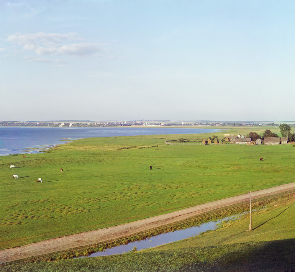 Переяславль-Залесский. Вид на [Плещеево] озеро и город от с. Веськово.