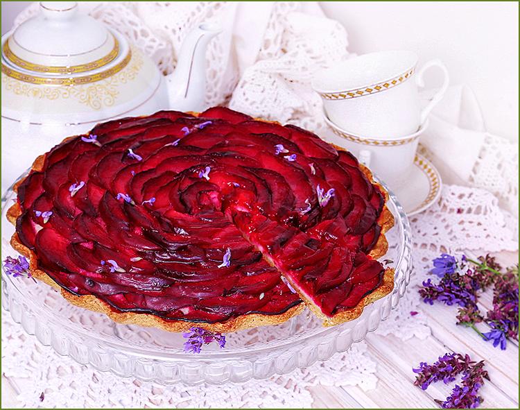 Пирог корзиночка со сливой