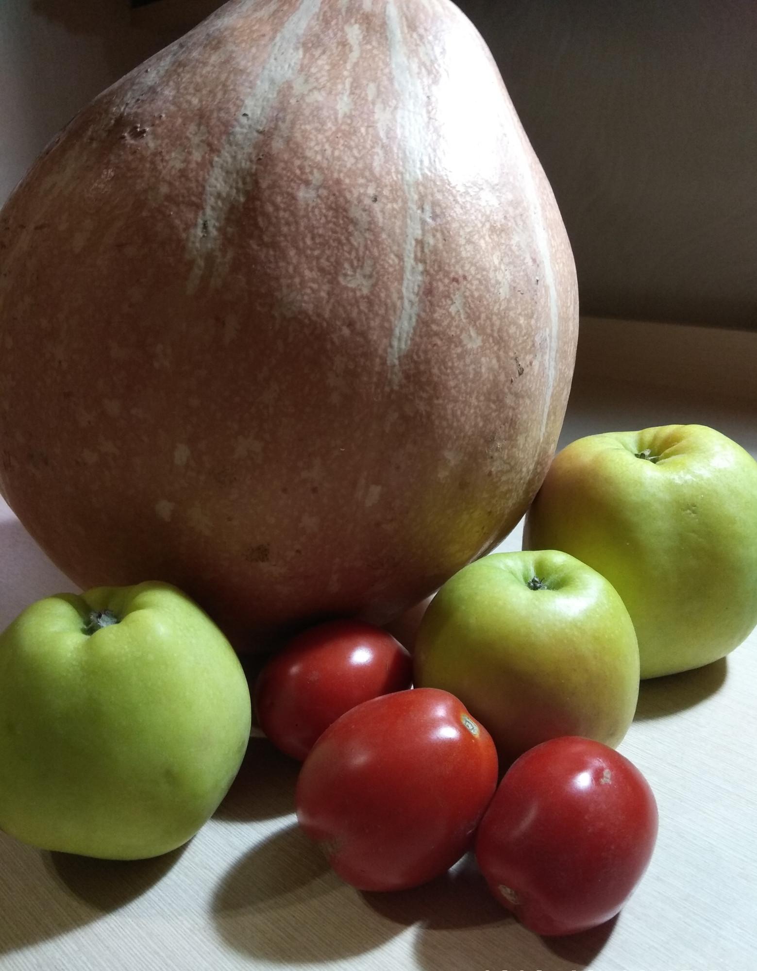 яблоки Орловский синап, помидоры по 45 рублей и тыковка
