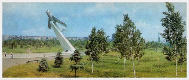 "Самолёт-памятник ""Миг-17"". г.Жданов. Фото из интернета"