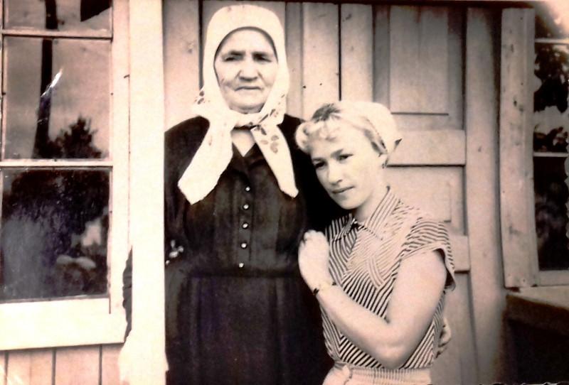 Бабушка с младшей дочерью Риммой