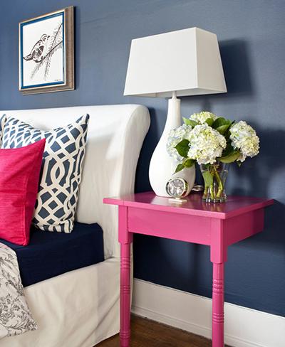 2-brunch-at-saks-pink-and-navy-preppy-bedroom