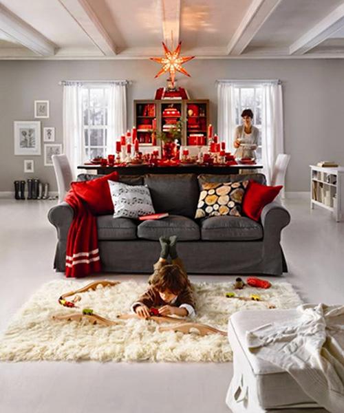 Икеа-серая-обивка-дивана-новый-год-украшения