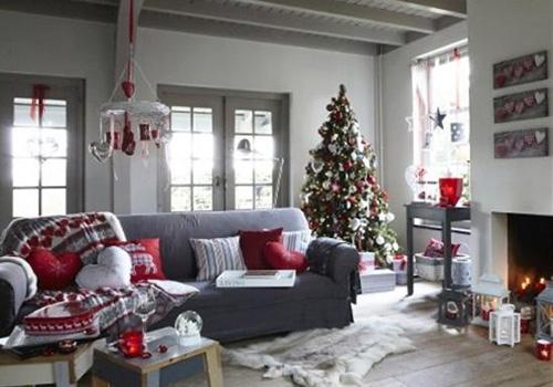Серый-диван,-новогодний-декор