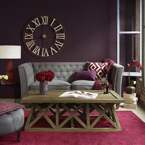 Серый-диван,-фиолетовый-и-розовый-акцент
