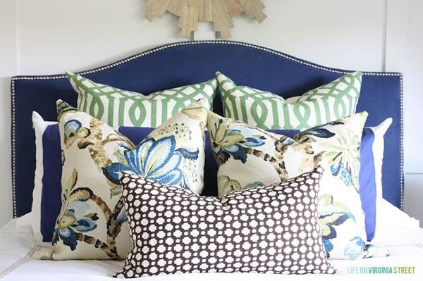 подушки-в-спальне
