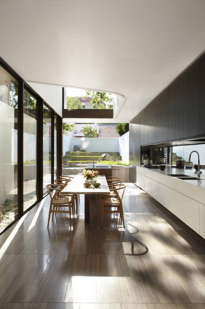 Минимализм в кухонном интерьере и подвесные кухоные шкафы