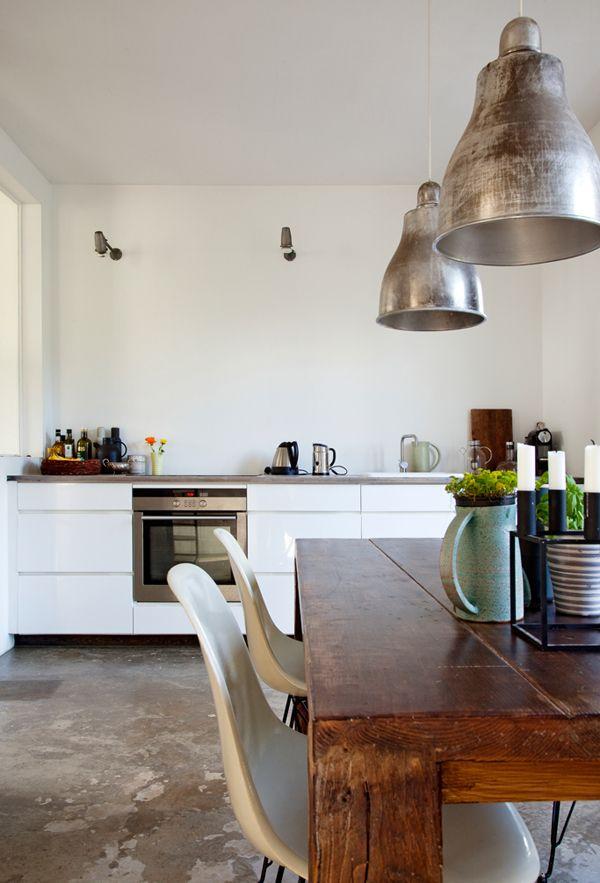 Модерновая кухня без верхних шкафов