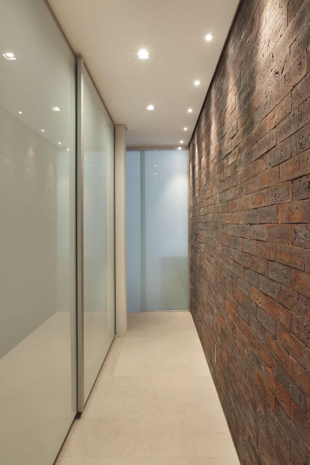 010-vf-apartment-studio-roca-1050x1575
