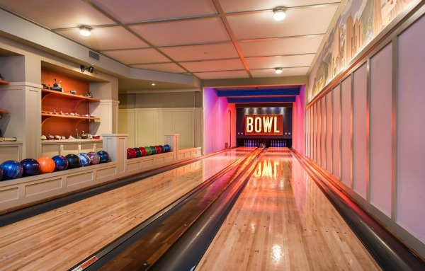 Lady-Gagas-in-home-bowling-alley
