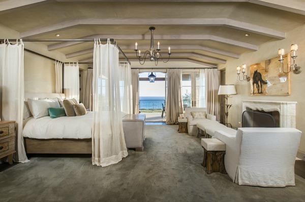 Lady-Gagas-new-house-in-Malibu-12