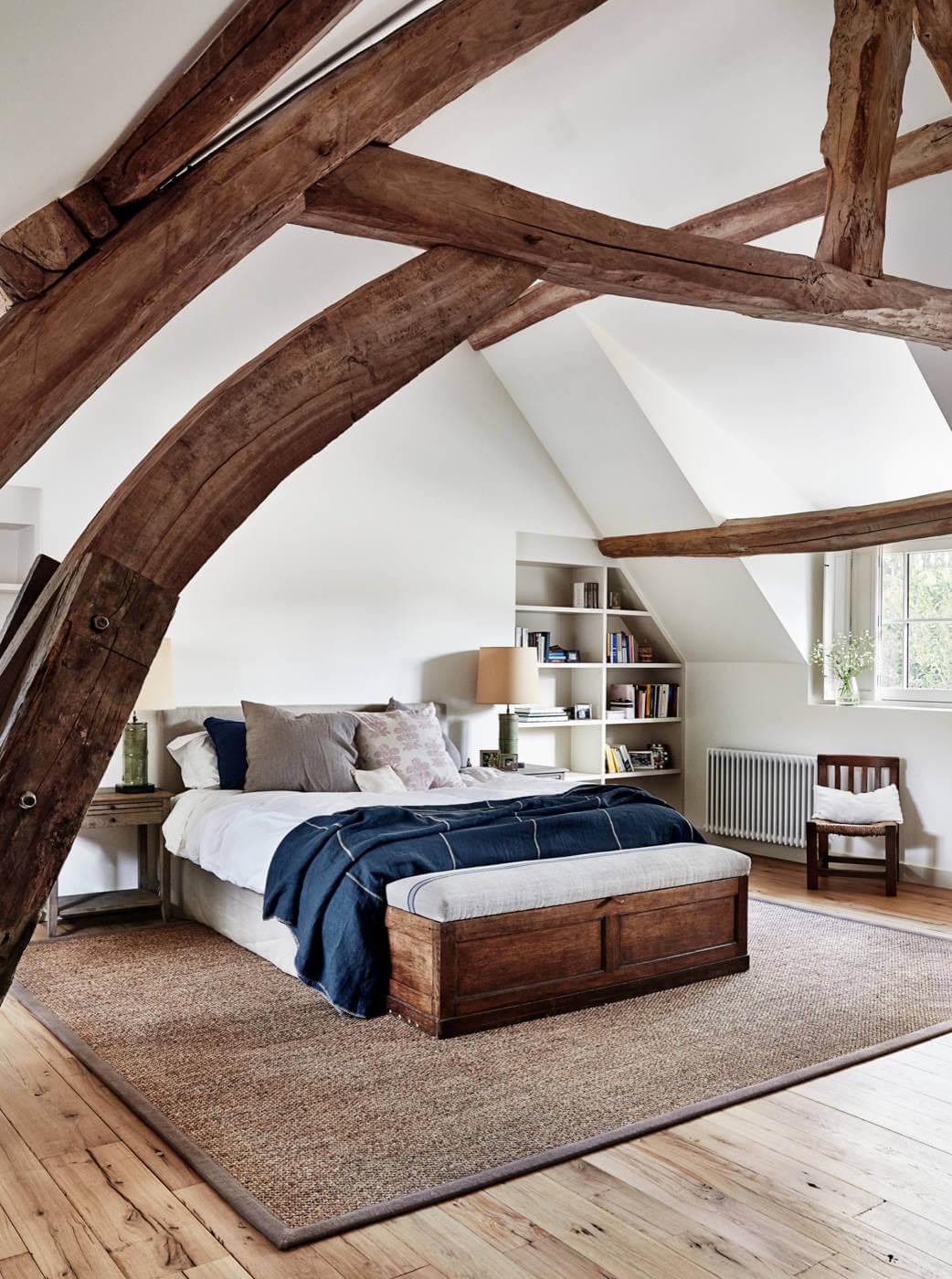 Дом в Нормандии: кожа и дерево.
