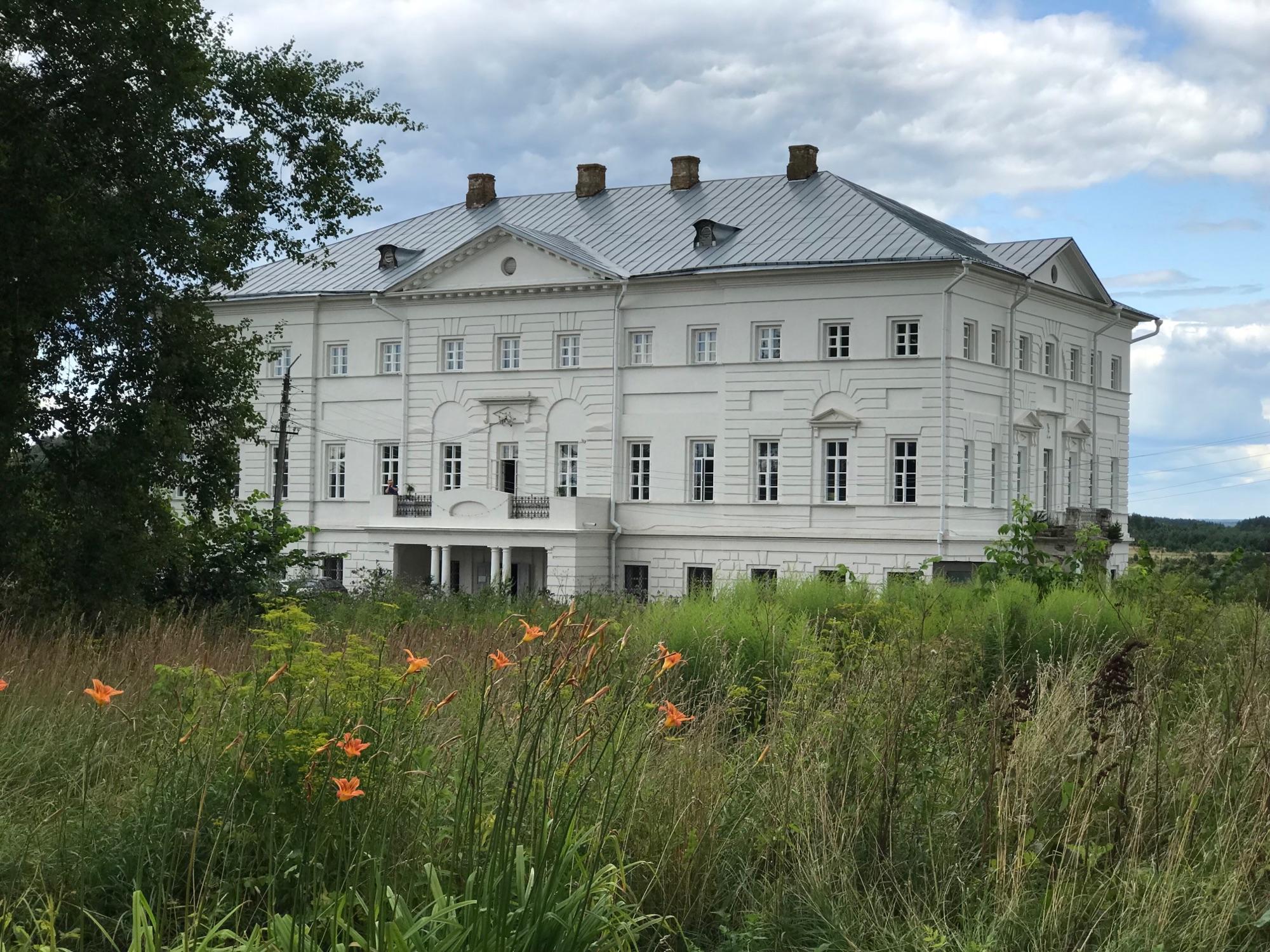 Дом музей Щепочкина, бывшая средняя школа номер один