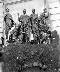 памятник одесским писателям