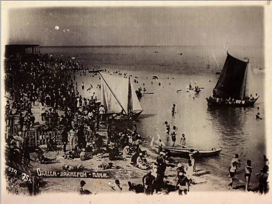 Odessa_lanjeron_beach._Late_1920-s_or_early_1930-s