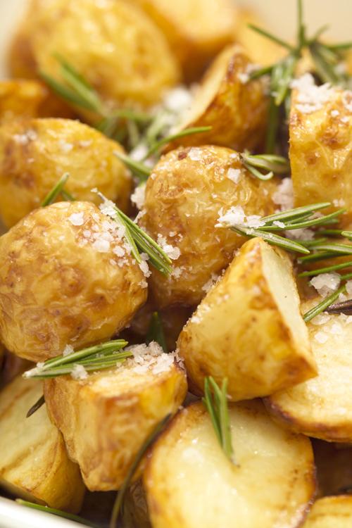 Печеный картофель с розмарином