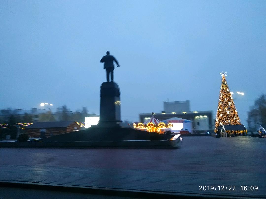 Ленин и каруселька с ёлочкой