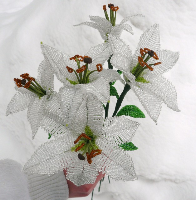 Из бисера цветок лилия