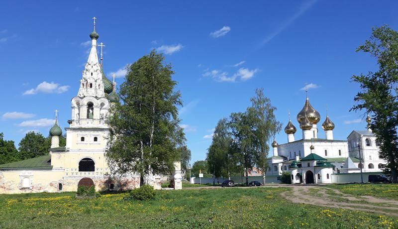 В городе много церквей, хотя мне, как человеку из Вологды, это количество не кажется таким уж большим. И русскими церквями 15-18 веков меня не удивишь. Но как все представлено для обзора и желания гулять вокруг, оставляет хорошее впечатление.