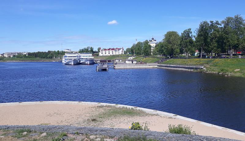 А Волга самодостаточна.