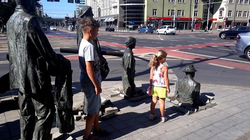 """Велодорожки везде! И на велосипедах полно людей. Классически по-европейски в костюмах и на """"узбекских аистах"""" )))"""