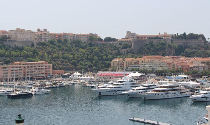 Монако - это дорогие тачки и ЯХТЫ! На фоне дворца принца.