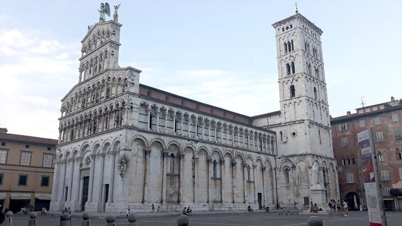 Бизешные соборы в веницианском стиле праздника и карнавала.
