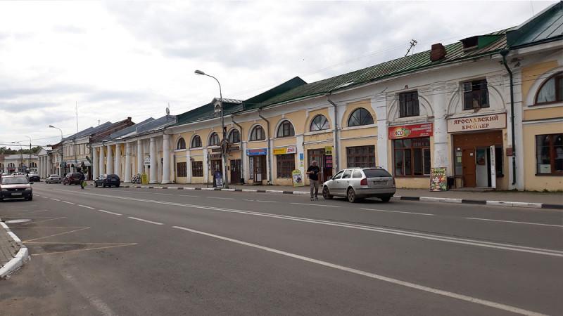 За пределами Кремля все не очень хорошо. Максим сказал, что в каждом городе Ярославской области есть подобные здания.