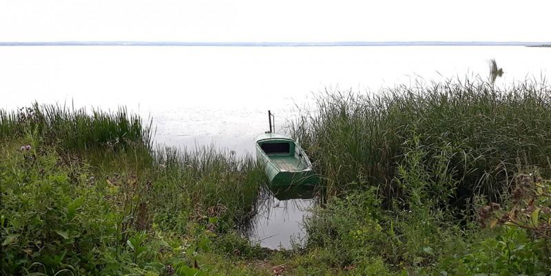 В Ростове есть еще одно чудо - озеро Неро. Большое и красивое.
